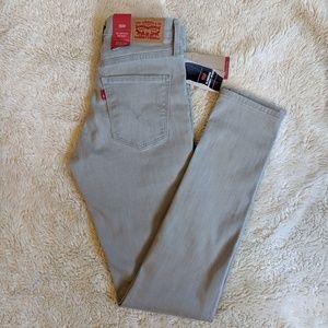 NWT Levi's Slimming Skinny Jeans